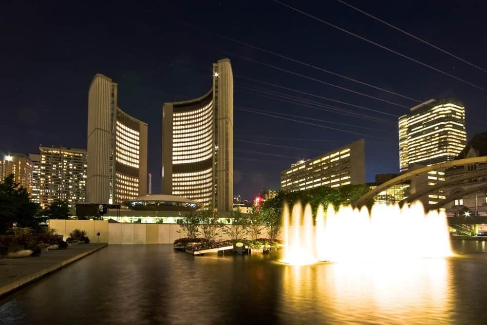 Toronto_City_Hall_night_view.jpg
