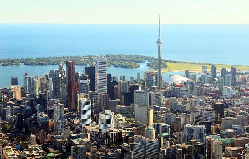 Toronto_ON_Toronto_Skyline2_modified.jpg